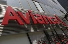 El logo de Avianca en la avenida de la Reforma en Ciudad de México, ago 27 2014. El tráfico de pasajeros de Avianca Holdings S.A, una de las aerolíneas más grandes de América Latina, aumentó un 9,6 por ciento interanual en octubre a 2,27 millones por la demanda sostenida de sus rutas internas en Colombia, Perú y Ecuador, informó el lunes la compañía.  REUTERS/Henry Romero