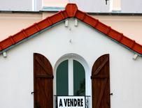Les ventes de logements neufs en France ont poursuivi leur recul au troisième trimestre, le nombre de réservations retombant sous la barre des 20.000 pour la première fois depuis fin 2008, selon les données du ministère du Logement et de l'Egalité des territoires. /Photo d'archives/REUTERS/Charles Platiau