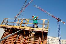 L'emploi intérimaire, considéré comme un indicateur avancé de la situation générale de l'emploi, a reculé de 2,9% en octobre en France par rapport à octobre 2013, avec une chute de 20,6% dans le BTP. /Photo d'archives/REUTERS/Jean-Paul Pélissier