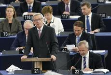 Le président de la Commission européenne, Jean-Claude Juncker, a présenté mercredi à Strasbourg, le Fonds européen pour les investissements stratégiques qui devrait permettre de mobiliser 315 milliards d'euros sur trois ans. /Photo prise le 26 novembre 2014/REUTERS/Vincent Kessler