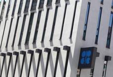 La sede de la OPEP en Viena, jun 10 2014. Los productores de petróleo del Golfo Pérsico que integran la OPEP alcanzaron un consenso para no recortar su producción en la reunión del jueves, dijo a Reuters un delegado de uno de esos países.  REUTERS/Heinz-Peter Bader