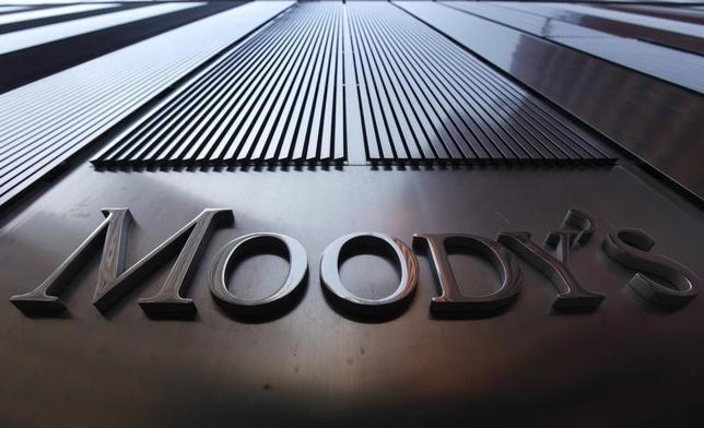 12月1日、ムーディーズ・インベスターズ・サービスは、日本の政府債務格付をAa3からA1に1ノッチ格下げした。ニューヨークで2011年8月撮影(2014年 ロイター/Mike Segar)