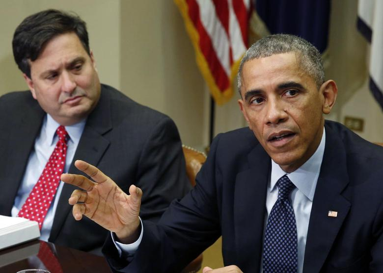 U.S. President Barack Obama speaks next to Ebola response coordinator Ron Klain (L) as he hosts a meeting with his Ebola response team in the Roosevelt Room of the White House in Washington, November 18, 2014.        REUTERS/Larry Downing