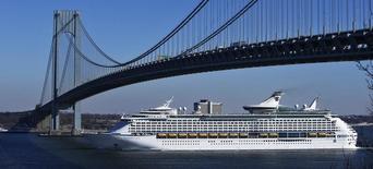 Royal Caribbean Cruises, qui voit son action augmenter mardi de 4,7% dans des échanges d'avant-Bourse, le jour où la valeur va faire son entrée dans le S&P 500, en remplacement du titre Bemis, à suivre sur les marchés américains. /Photo d'archives/REUTERS/Eduardo Munoz