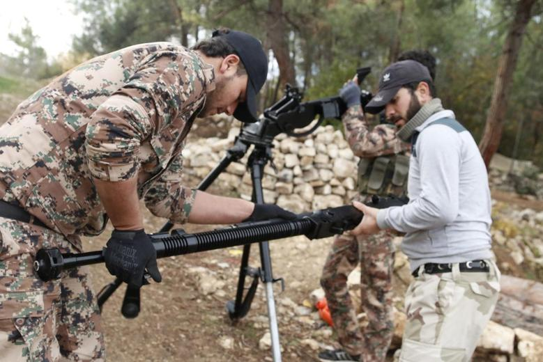 Rebel fighters prepare to fire a machine gun towards forces loyal to Syria's President Bashar al-Assad in the Jabal al-Akrad area in Syria's northwestern Latakia province November 25, 2014. REUTERS/Alaa Khweled