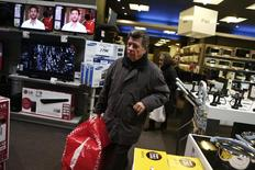 A customer leaves an Electroniki shop in Athens November 27, 2014.  REUTERS/Alkis Konstantinidis