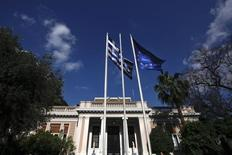 Athènes et les bailleurs de fonds internationaux sont peu susceptibles de s'accorder sur une nouvelle ligne de crédit à la Grèce d'ici la réunion des ministres des Finances de la zone euro (Eurogroupe) lundi. /Photo prie le 3 juin 2014/REUTERS/Alkis Konstantinidis