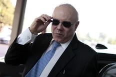 Ministro da Fazenda, Guido Mantega, ao chegar ao ministério em Brasília. 23/09/2014. REUTERS/Ueslei Marcelino