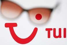 Le voyagiste britannique TUI Travel, publiant ses derniers résultats annuels avant sa fusion avec l'allemand TUI qui donnera naissance au numéro mondial du tourisme,, a fait état jeudi d'un bénéfice en progression de 11% et dit que le rapprochement avec son actionnaire majoritaire aurait pour effet d'accélérer sa croissance. /Photo d'archives/REUTERS/Valentin Flauraud