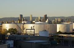 Tanques de almacenamiento de petróleo vistos en Denver. Imagen de archivo, 14 octubre, 2014. Las reservas probadas de petróleo y de condensados en Estados Unidos subieron un 9,3 por ciento, a 36.500 millones de barriles en 2013, un alza desde los 33.400 millones del año anterior, dijo la gubernamental Administración de Información de Energía en un reporte el jueves. REUTERS/Rick Wilking