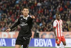 Cristiano Ronaldo, do Real Madrid, comemora gol contra o Almeria em jogo do Campeonato Espanhol, em Almeria, na Esoanha, nesta sexta-feira. 12/12/2014 REUTERS/Francisco Bonilla