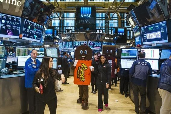 The New York Stock Exchange shortly after the market's opening bell in New York October 31, 2014. REUTERS/Lucas Jackson