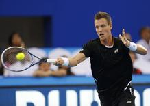 Singapore Slammers' Tomas Berdych of Czech Republic hits a return to UAE Royals' Novak Djokovic of Serbia during their match at the International Premier Tennis League (IPTL) in Dubai December 12, 2014. REUTERS/Ahmed Jadallah
