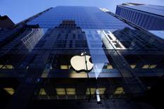 Apple a été blanchi mardi par la justice américaine des accusations de pratiques anticoncurrentielles dans le secteur de la musique numérique à l'issue d'un procès à Oakland, en Californie. Les plaignants, des particuliers et des entreprises ayant acheté des baladeurs numériques iPod de 2006 à 2009, estimaient qu'une mise à jour d'iTunes avait restreint à l'iPod la compatibilité de la musique achetée et ainsi empêché la concurrence d'autres appareils. /Photo d'archives/REUTERS/David Gray