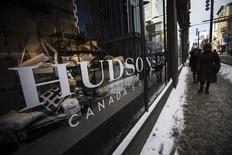 People walk by the Hudson's Bay Company (HBC) flagship department store in Toronto January 27, 2014.   REUTERS/Mark Blinch
