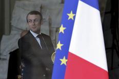 """La France souhaite une politique monétaire """"plus adaptée"""" de la part de la Banque centrale européenne dès le mois de janvier, a déclaré mercredi le ministre de l'Economie, Emmanuel Macron. /Photo prise le 10 décembre 2014/REUTERS/Philippe Wojazer"""