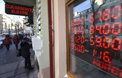 A board showing currency exchange rates is on display in the Russian far eastern city of Vladivostok, December 18, 2014. REUTERS/Yuri Maltsev