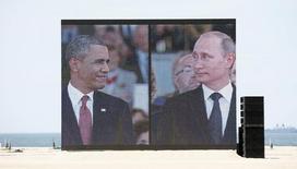 Президент США Барак Обама (слева) и президент России Владимир Путин на праздновании годовщины высадки войск союзников в Нормандии. Уистреам 6 июня 2014 года. Владимир Путин объяснил активизацию вооружённых сил России желанием защититься от того, что он назвал угрозами, исходящими от США, но пообещал сотрудничать с Западом в преодолении глобальных проблем. REUTERS/Kevin Lamarque