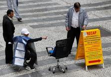 Oferta de vagas de emprego no centro de São Paulo. 13/8/2014 REUTERS/Paulo Whitaker