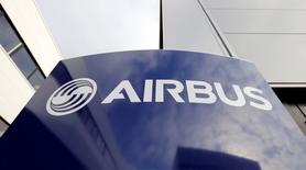 Les Pays-Bas, la Pologne et la Norvège vont négocier avec Airbus en vue de l'achat de quatre avions ravitailleurs. Le ministère néerlandais de la Défense a précisé que le consortium envisageait d'acheter quatre appareils qui seraient exploités en commun par les trois pays, ajoutant que d'autres nations pourraient rejoindre le projet par la suite. /Photo d'archives/REUTERS/Régis Duvignau