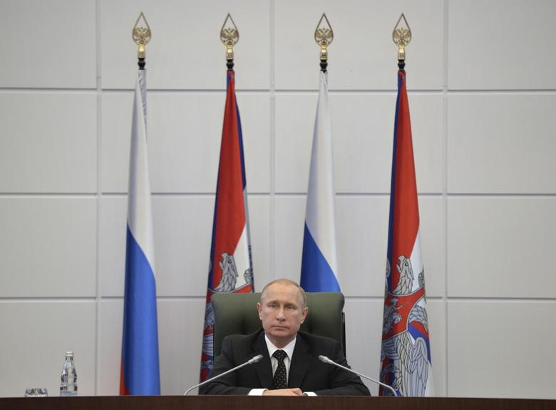 Russia's President Vladimir Putin chairs a meeting with senior military officials at the Defense Ministry's control room in Moscow in Moscow, December 19, 2014. REUTERS/Alexei Druzhinin/RIA Novosti/Kremlin