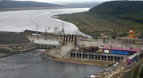 Вид на строящуюся Богучанскую ГЭС на реке Ангара 28 июля 2011 года. Государственная гидрогенерирующая Русгидро и алюминиевый гигант Русал достроили в Сибири Богучанскую ГЭС, вторая часть проекта - алюминиевый завод в очередной раз сдвигается. REUTERS/Ilya Naymushin