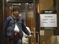 A man walks out of a branch of Trust Bank in Moscow December 22, 2014. Russian mid-sized lender Trust Bank is to receive up to 30 billion roubles ($530 million) from the central bank to stop it going bankrupt in the first bailout of its kind during the current rouble crisis. REUTERS/Sergei Karpukhin