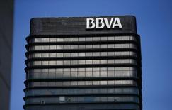 La sede del banco español BBVA vista en Madrid. Imagen de archivo, 31 octubre, 2012. BBVA dijo el martes que vendió su participación del 29,68 por ciento en Citic International Financial Holdings (CIFH), con sede en Hong Kong, a su matriz China Citic Bank Corporation (CNCB). REUTERS/Juan Medina