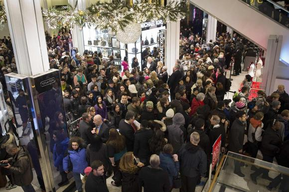 Women's apparel, dining drive U.S. holiday sales: MasterCard