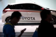 Toyota et ses deux coentreprises chinoises veulent écouler 1,1 million de véhicules en Chine cette année après avoir manqué leur objectif de ventes fixé pour 2014. /Photo d'archives/REUTERS/Carlos Barria