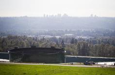 Storage tanks, holding crude and refined oil, at the Kinder Morgan tank farm are pictured in Burnaby, British Columbia October 6, 2014.  REUTERS/Ben Nelms