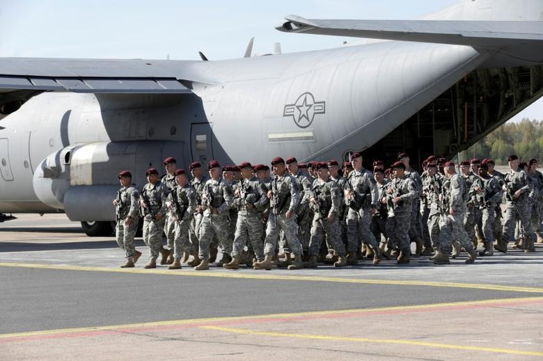 First company-sized contingent of about 150 U.S. paratroopers from the U.S. Army's 173rd Infantry Brigade Combat Team based in Italy arrive in the airport in Riga, Latvia, April 24, 2014.  REUTERS/Ints Kalnins