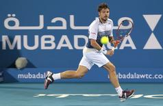 Stanislas Wawrinka of Switzerland returns the ball to Rafael Nadal of Spain during their match for the third place at the Mubadala World Tennis Championship in Abu Dhabi January 3, 2015.  REUTERS/Martin Dokoupil (UNITED ARAB EMIRATES - Tags: SPORT TENNIS)