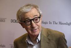 """En la imagen, el director, Woody Allen, llega al estreno de su película """"Magic in the Moonlight"""" en Nueva York, 17 de julio, 2014. Amazon.con Inc dijo que contrató a Woody Allen para escribir y dirigir una nueva serie de televisión para su servicio de transmisión online. REUTERS/Lucas Jackson/Files"""