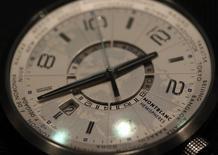 Richemont, propriétaire entre autres des marques Montblanc et Cartier, annonce une croissance nulle de ses ventes à taux de change constants au troisième trimestre 2014 en raison d'une baisse de la demande pour ses montres de luxe à Hong Kong et Macao. /Photo d'archives/REUTERS/Denis Balibouse