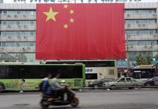 Bandeira gigante da China na província de Henan. 01/10/2014 REUTERS/Stringer