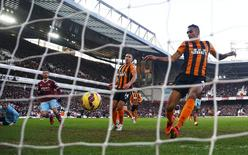 West Ham United's Morgan Amalfitano (2nd L) shoots to score a goal during their English Premier League soccer match against Hull City at Upton Park in London January 18, 2015.    REUTERS/Eddie Keogh