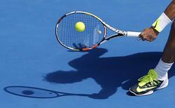Рафаэль Надаль в матче против Михаила Южного в Мельбурне 19 января 2015 года. Все российские теннисисты проиграли матчи в мужском разряде Открытого чемпионата Австралии по теннису в первый день соревнований. REUTERS/Carlos Barria
