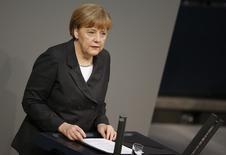 """La canciller alemana, Angela Merkel, durante una sesión de la cámara baja en Berlín. Imagen de archivo, 15 enero, 2015.  La canciller alemana, Angela Merkel, dijo el lunes que no considera que esta sea """"la semana del destino"""" para el euro, y añadió que sigue creyendo que la crisis del bloque europeo no ha sido superada del todo.  REUTERS/Fabrizio Bensch"""