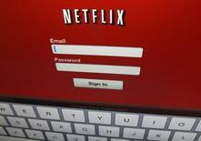 Netflix a fait état mardi d'une hausse de 26,3% de son chiffre d'affaires trimestriel, ses services ayant gagné 4,3 millions d'abonnés dans le monde sur les trois derniers mois de 2014, un chiffre supérieur à sa propre prévision, qui était de quatre millions. /Photo d'archives/REUTERS/Mike Blake