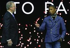 Al Gore e Pharrell Williams em evento em Davos. 21/01/2015 REUTERS/Ruben Sprich