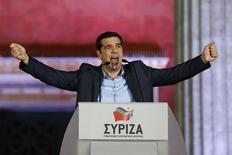 El líder de Syriza, Alexis Tsipras, habla luego de haber ganado las alecciones en Atenas, 25 enero, 2015.  El partido de izquierda Syriza formará un Gobierno de coalición con la formación de derecha Griegos Independientes, que se opone a un rescate internacional, dijo el lunes el líder de este último partido a la prensa. REUTERS/Marko Djurica