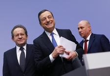 European Central Bank (ECB) President Mario Draghi and Vice President Vitor Constancio (L) leave after addressing an ECB news conference in Frankfurt January 22, 2015. REUTERS/Kai Pfaffenbach