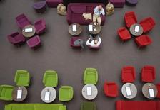 La croissance du secteur des services s'est modérément accélérée en janvier aux Etats-Unis mais celle des nouveaux contrats n'a jamais été aussi faible depuis plus de cinq ans, selon l'indice PMI Markit. /Photo d'archives/REUTERS/Fabrizio Bensch