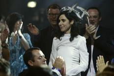 PJ Harvey is applauded as she prepares to receive the 2011 Mercury Prize in London in this September 6, 2011 file photo. REUTERS/Luke Macgregor/Files