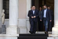 Le nouveau Premier ministre grec Alexis Tsipras a dévoilé mardi un gouvernement resserré essentiellement composé d'adversaires de longue date des mesures d'austérité imposées à la Grèce par ses créanciers internationaux qui témoigne de sa volonté de ne pas revenir sur ses promesses de campagne. /Photo prise le 27 janvier 2015/REUTERS/Marko Djurica