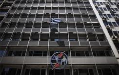 Le nouveau gouvernement grec, formé mardi, va suspendre le projet de privatisation de la compagnie publique d'électricité PPC, première société de services aux collectivités./Photo prise le 5 juillet 2014/REUTERS/Alkis Konstantinidis