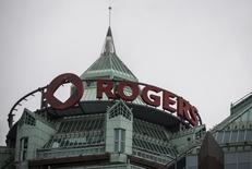 A Rogers sign is seen at its headquarters following the Rogers Communications Inc annual general meeting for shareholders in Toronto April 22, 2014.    REUTERS/Mark Blinch