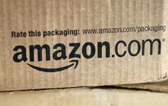 Коробка в пункте выдачи заказов Amazon в Голдене, Колорадо. 27 августа 2014 года. Прибыль Amazon.com Inc превысила ожидания аналитиков благодаря росту праздничных продаж в Северной Америке, сообщила компания в четверг. REUTERS/Rick Wilking