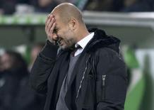 Técnico do Bayern de Munique, Pep Guardiola, durante derrota para o Wolfsburg pelo Campeonato Alemão. 30/01/2015 REUTERS/Fabian Bimmer